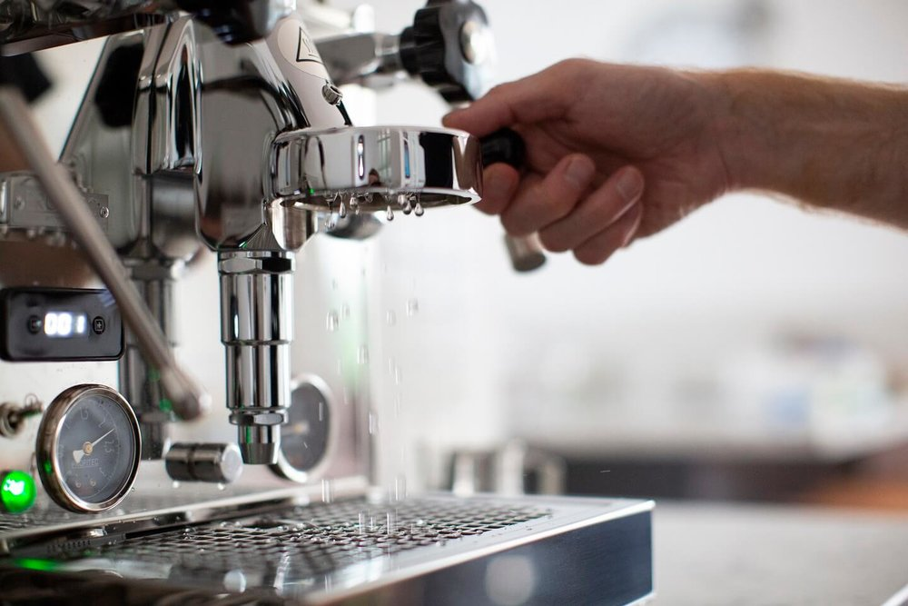 Italian espresso machine maintenance - flushing the E61 group of your manual espresso machine