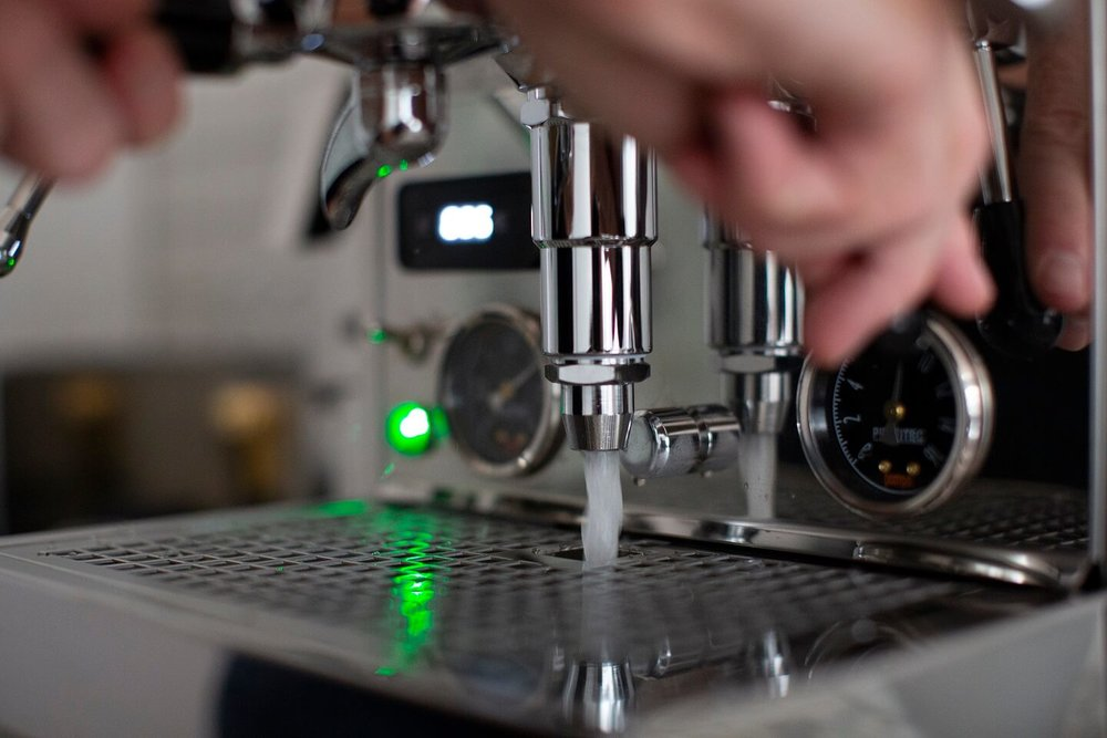 How to backflush your espresso machine. Backflushing the E61 group of a manual espresso machine