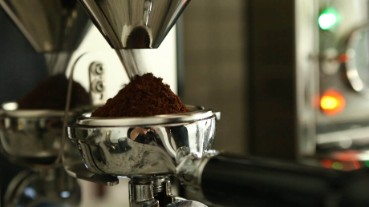 Home Barista Workflow - weighing your portafilter for home espresso with a traditional manual Italian coffee espresso machine