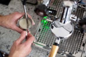 Italian home coffee machine training - Steaming