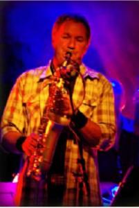 trygve hellesen med saxofon.jpg