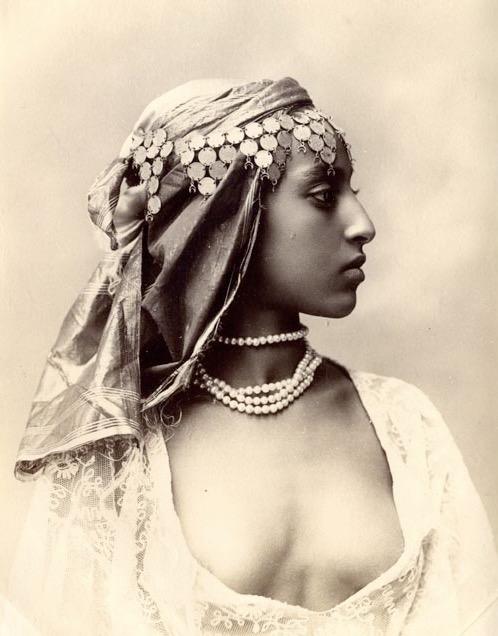 Modèle & photographe inconnus [Alger, 1900]