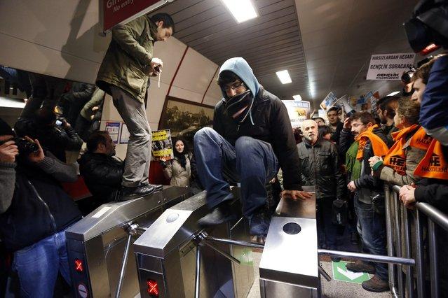 METRO CARDS? We don' need no STINKING' Metro cards