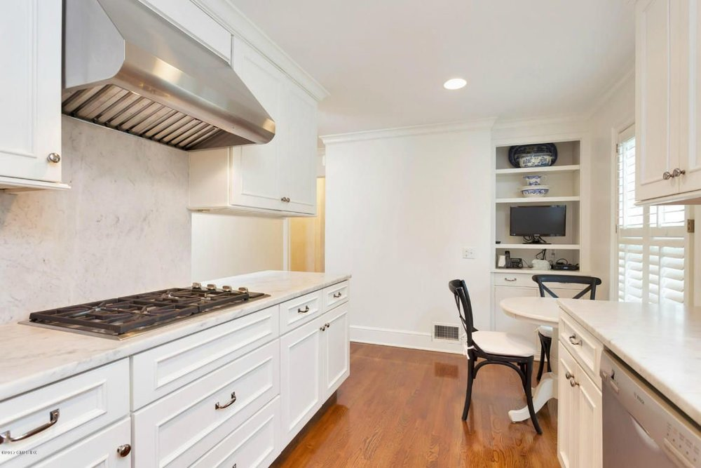 I'd kill for this vent hood, though — maybe it alone is worth the price of admission