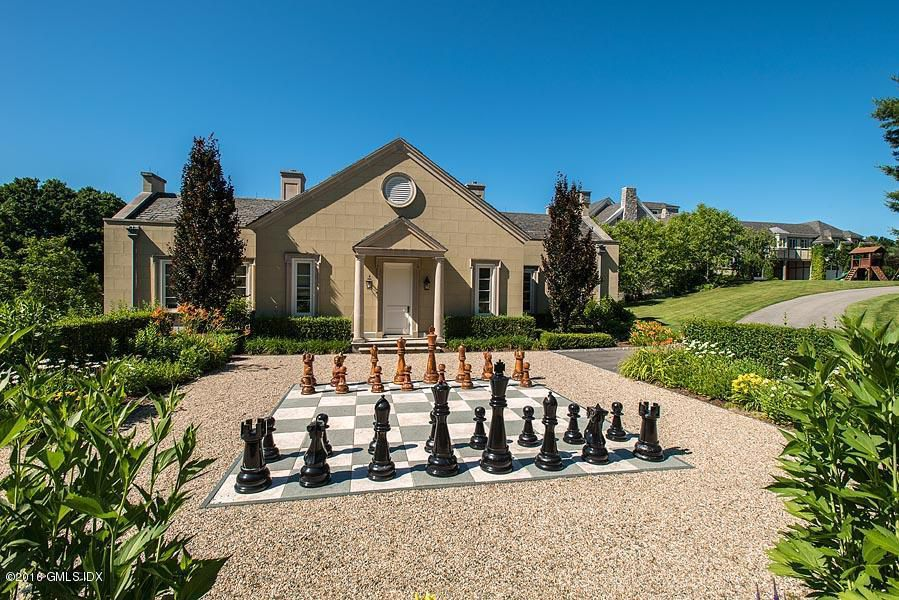 Mel Gibson's house on Old Mill Road also had one of these life-sized chess games, but even with 75 acres (this one's on 5) it failed, badly, to fetch its own $35 million  asking price. Maybe chess is too complicated for today's buyer, and a checker game employed instead?.