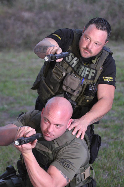 Tough guys: coward county deputies ready to take on any (unarmed) teen