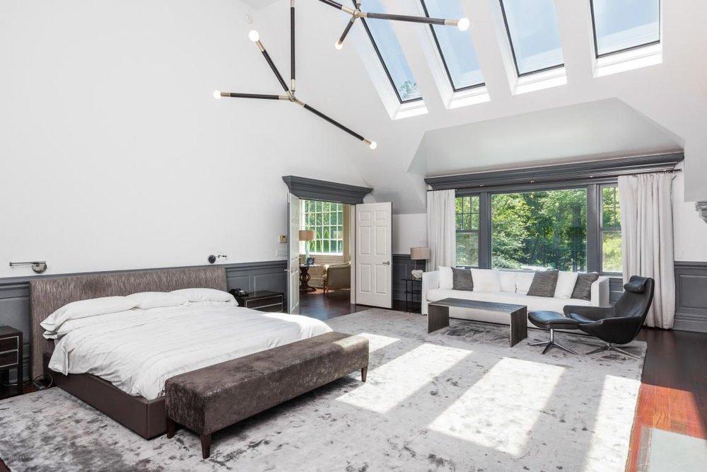 Typical Jordan Saper master bedroom/airplane hangar — who's want to sleep here?