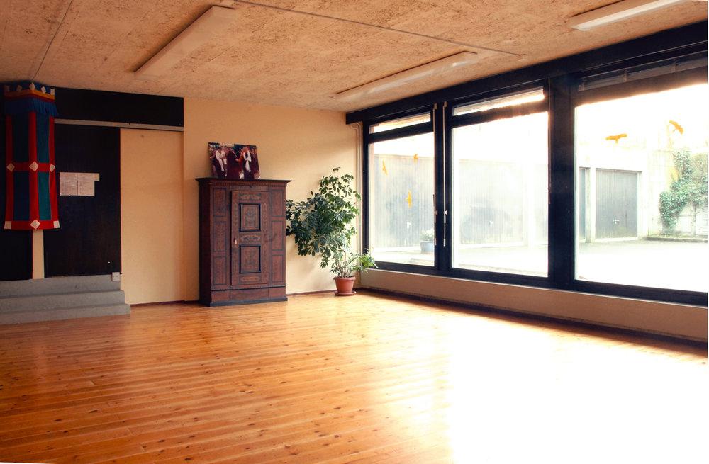 La salle Yogi est très lumineuse et spacieuse et s'aménage pour des formations ou retraite de méditation.