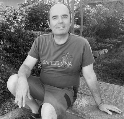 Jeronimo Pérez,  Facility Management und Maintenance   Jeronimo ist gebürtiger Spanier und war in Spanien Verkäufer und Kundenbetreuer. Er verliess sein Land vor fünf Jahren, um im Landguet Ried zu leben und zu arbeiten. Hier kann er alle seine Fähigkeiten einsetzen und auch sein persönliches Bedürfnis nach Spiritualität nähren. Er ist ein charmanter Gästebetreuer und erfüllt auch gern mal Sonderwünsche unserer Klienten, um ihren Aufenthalt zu einem ganz persönlichen Erlebnis werden zu lassen.