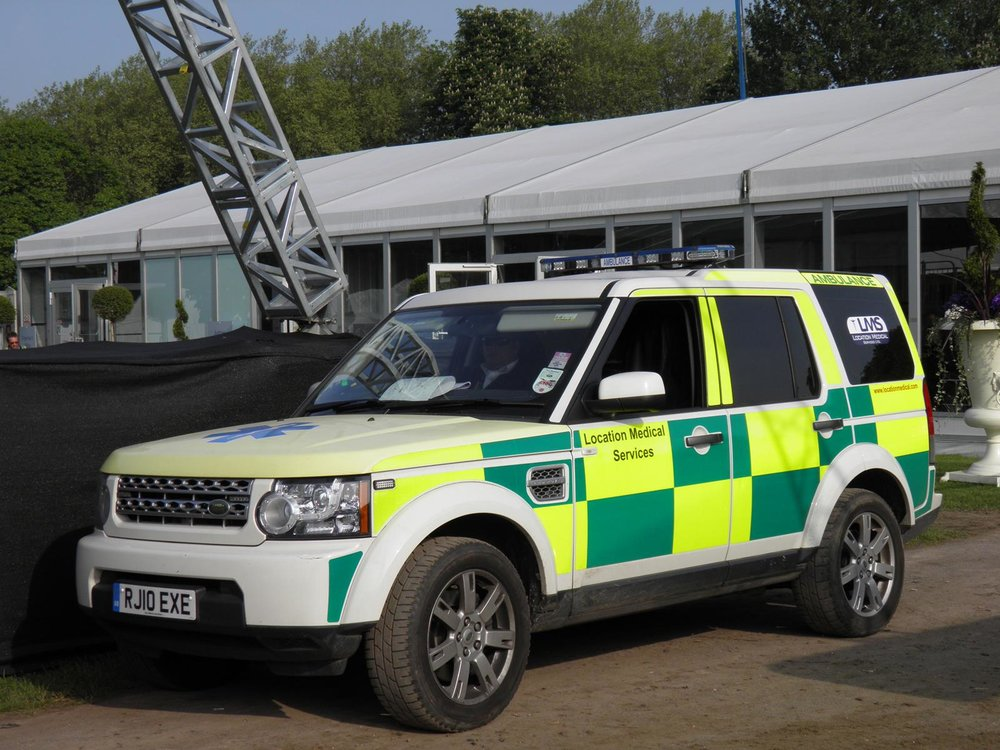 Landrover Discovery with Stretcher