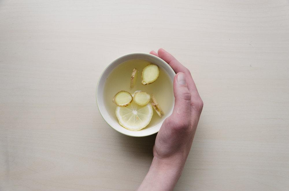 L'égérement chauffé le matin avec un peu de citron...