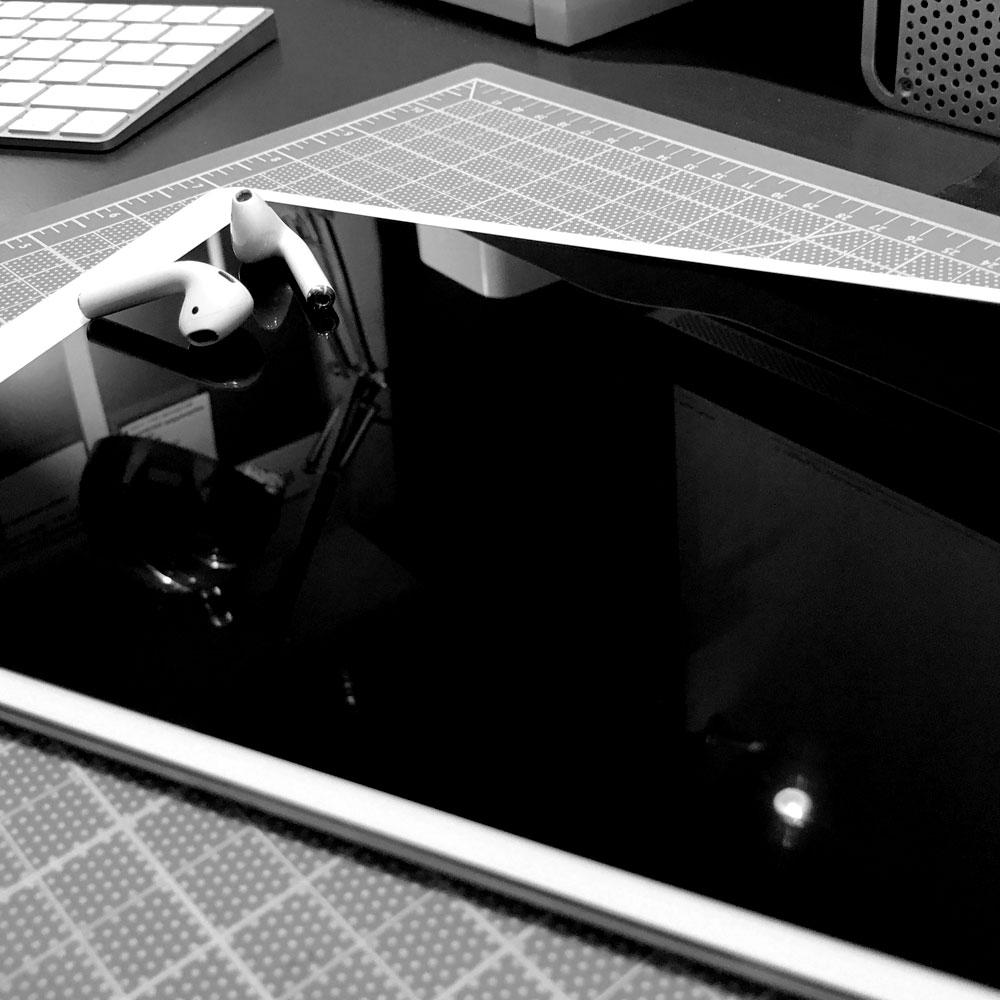 iPad_Desk_2.jpg
