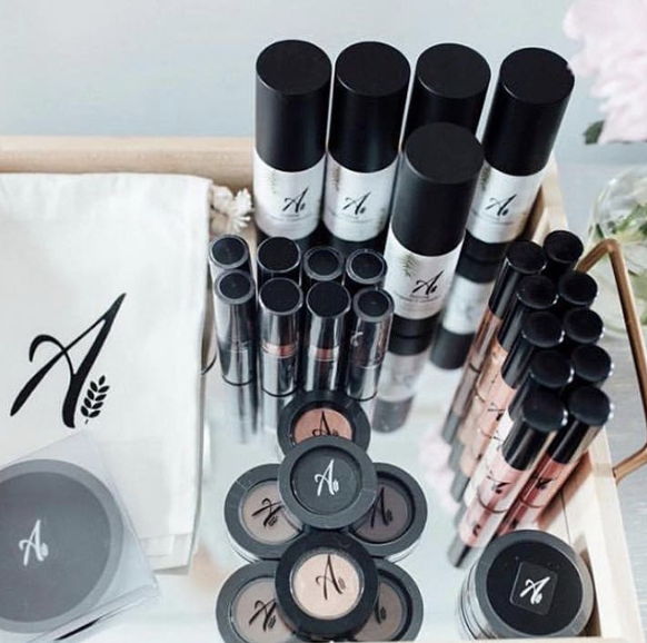 Aisling Organics - aislingorganics.comYou may not be able to stay out of the coldbut you can certainly steer clear of the chemicals. Aisling Organics makes a revolutionary line of high-performance and organic makeup for even your most discerning gift recipients.