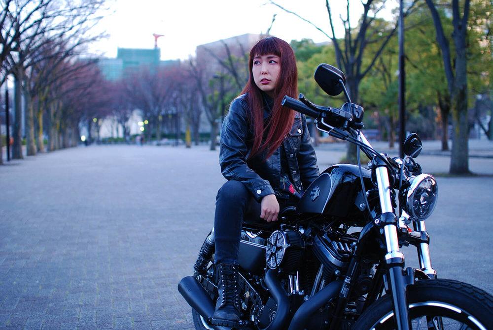 - 愛車はXL1200X Forty-Eight (Harley-Davidson) / T.F.A CUSTOMAGグループの中でも仲間と認められた人しか所属できないT.F.A MOTOR CYCLE CLUBのメンバーでもある。