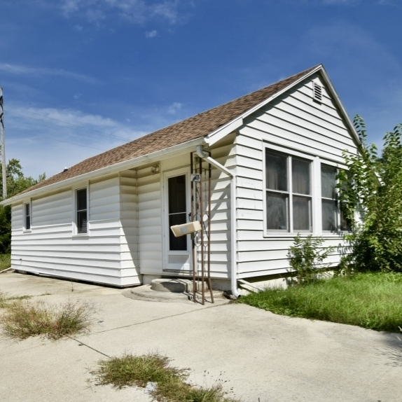 2210 24th Avenue  - SOLD 9/27/16    Represented: Seller  Days on Market: 2 Percentage List to Sales Price: 80% Sale Price:  $20,000