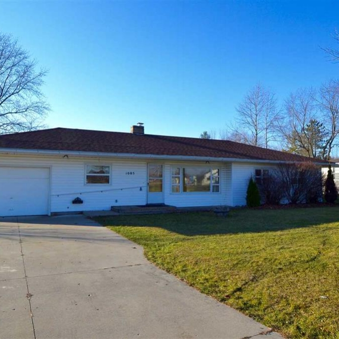 1085 S. Center Street, Waterloo - SOLD 3/11/16   Represented: Seller Days on Market: 8 Percentage List to Sales Price: 97% Sale Price:  $67,500