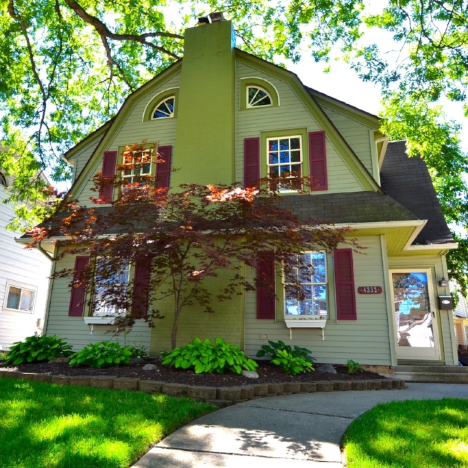 4332 Indiana Avenue  - SOLD 11/6/15    Represented: Seller   Days on Market: 77   Percentage List to Sales Price: 93%   Sale Price:  $65,000