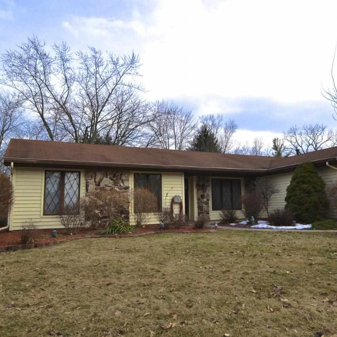 9427 Woodstream Drive - SOLD 5/16/14    Represented: Seller   Days on Market: 16   Percentage List to Sales Price: 97%   Sale Price:  $112,000