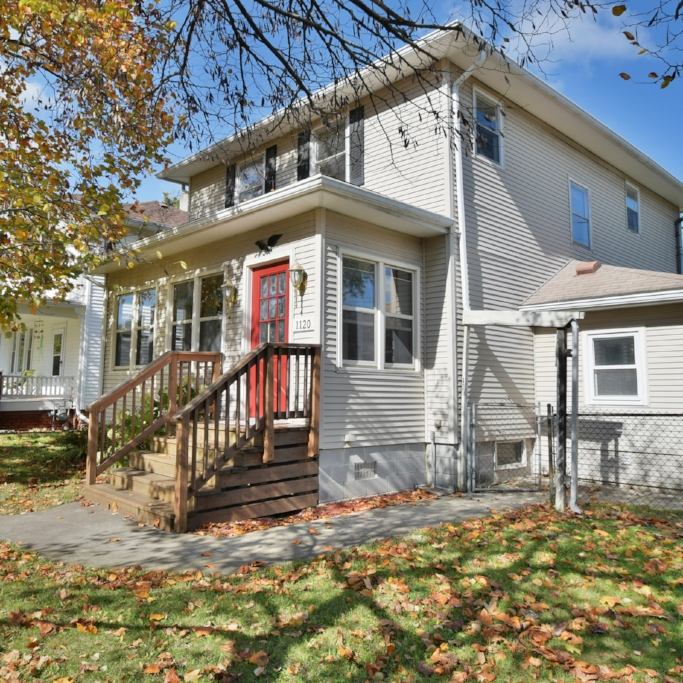 1120 Kinsmoor Avenue - SOLD 12/13/16   Represented: Seller Days on Market: 37 Percentage List to Sales Price: 94% Sale Price:  $80,000