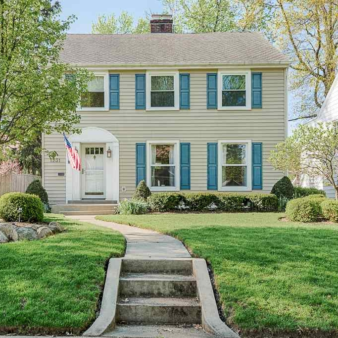 1231 W Foster Parkway - SOLD 5/24/17   Represented: Seller Days on Market: 2 Percentage List to Sales Price: 103% Sale Price:  $180,000