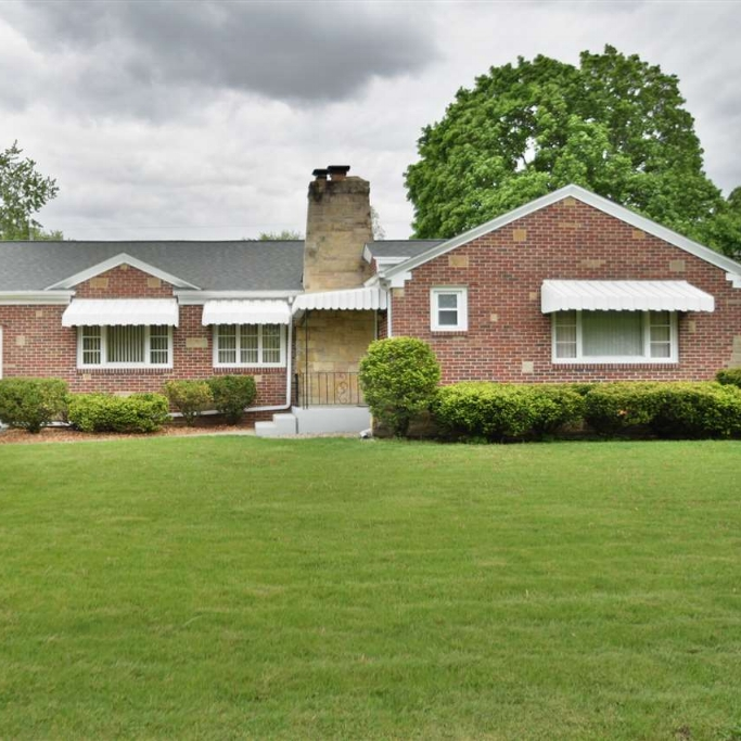 5215 Fairfield Avenue - SOLD 6/8/17   Represented: Seller Days on Market: 1 Percentage List to Sales Price: 100% Sale Price: $105,000
