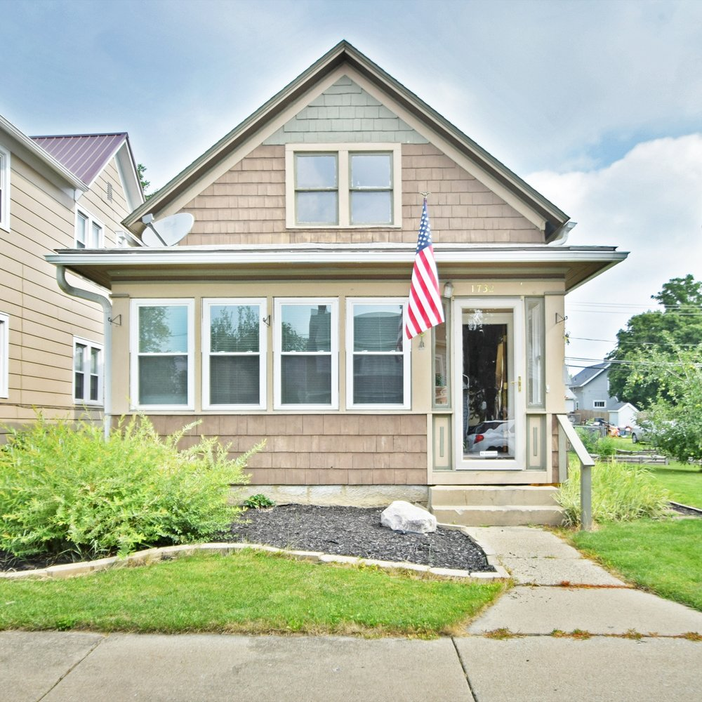 1732 3rd Street - SOLD 9/28/17   Represented: Seller Days on Market: 28 Percentage List to Sales Price: 89% Sale Price:  $114,900