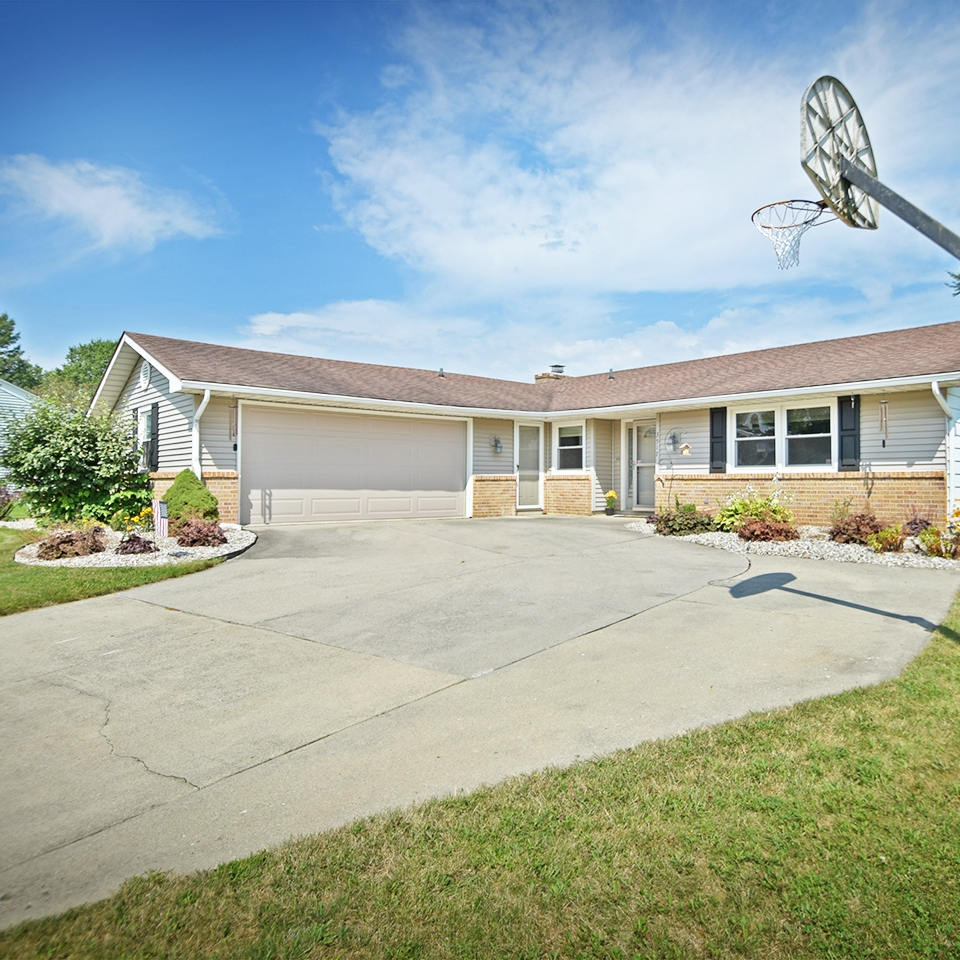 3517 Debeney Drive - SOLD 9/22/17   Represented: Seller Days on Market: 2 Percentage List to Sales Price: 100.1% Sale Price: $100,00 MULTIPLE OFFERS