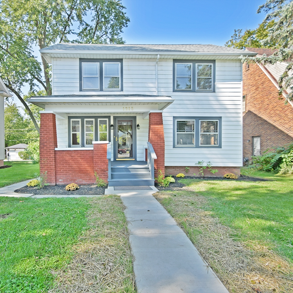 1215 North Anthony Boulevard - SOLD 12/8/17   Represented: Seller Days on Market: 32 Percentage List to Sales Price: 92% Sale Price: $115,000
