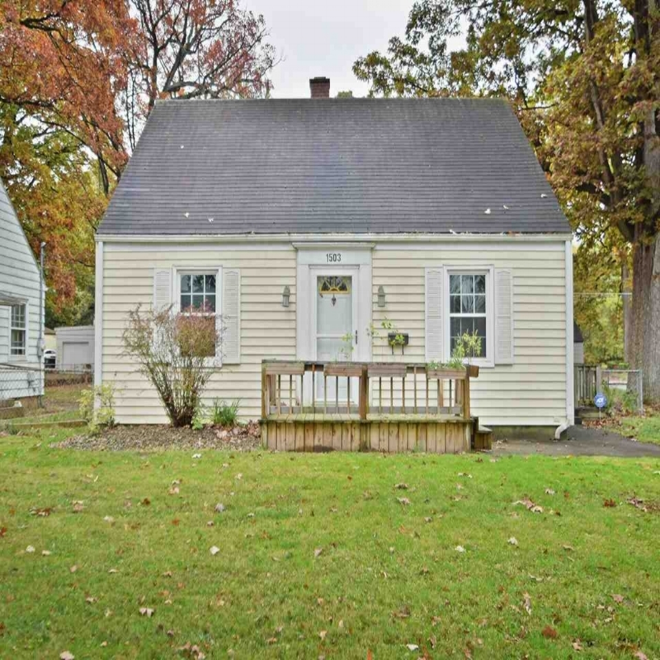 1503 Waldron Circle - SOLD 2/9/18   Represented: Seller Days on Market: 15 Percentage List to Sales Price: 98% Sale Price: $53,900