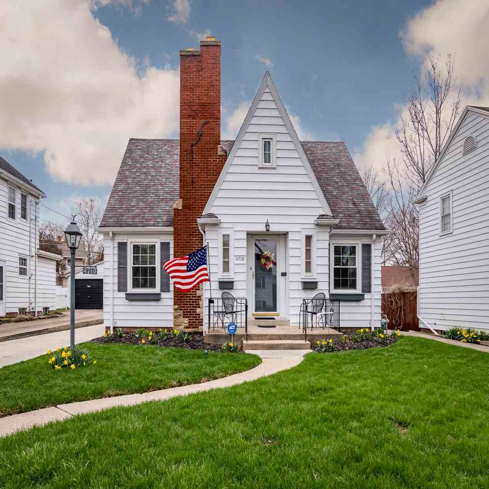 4710 Indiana - SOLD 5/31/18   Represented: Seller Days on Market: 0 Percentage List to Sales Price: 103% Sale Price: $185,000