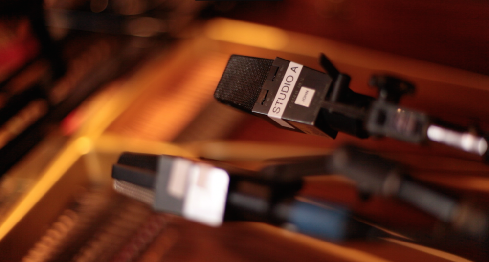 grand piano mic placement with a few AKG C414