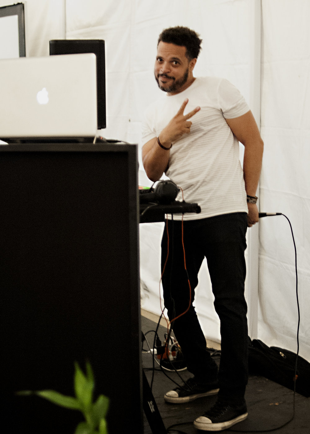 DJ Lonnie.jpg