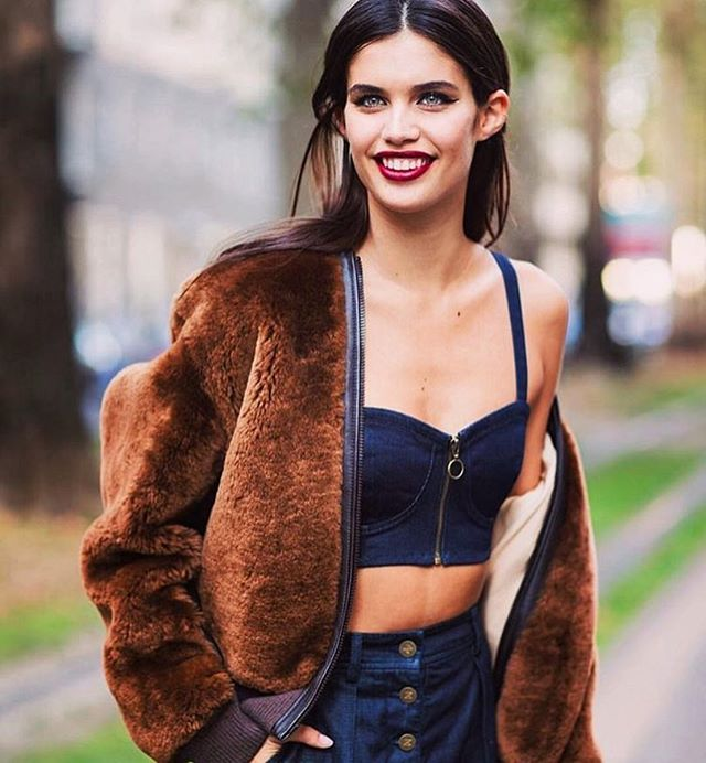 #supermodel #sarasampaio is killing the #fall look 🍃🍁😍can't wait for the season in #NYC 🍂