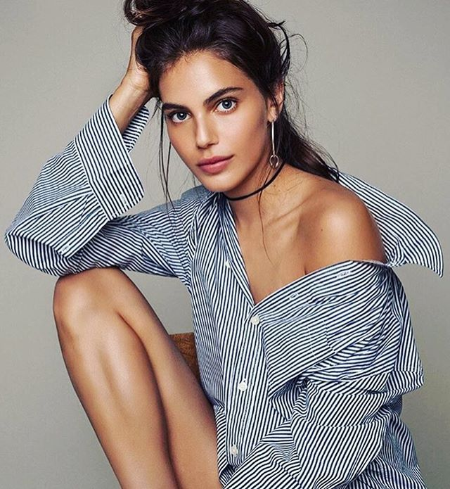 Classsic button up ✨ can't go wrong! #model #risingstar @shlomitmalka •• what's your go-to look? 💋 #Modeling #ZModels #TZshirt #casting