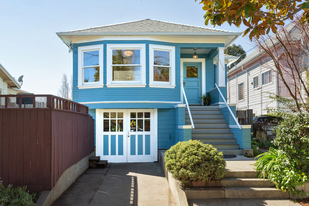 5527 Fremont Street, Oakland: The Blue Bungalow