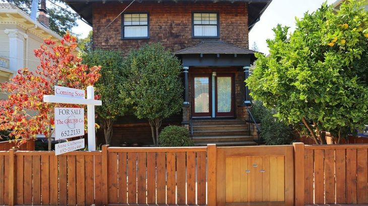 3040 College Avenue, Elmwood, Berkeley   Listed for $995,000  REPRESENTED THE BUYER 2008- REPRESENTED THE SELLER 2015