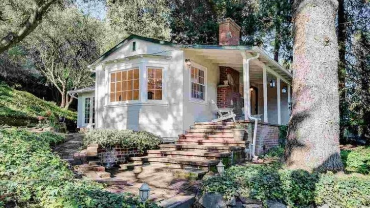 6130 McBryde Avenue, Richmond  Listed for $885,000 | 7 offers  REPRESENTED THE BUYER