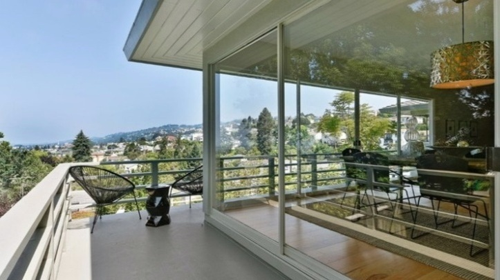 5206 Harbord Drive, Oakland  Listed for $1,850,000 | 3 offers  REPRESENTED THE SELLER:   www.5206Harbord.com