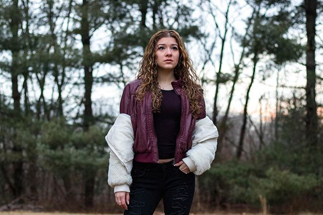 Portraits at sunset always come out fire 🔥 Check out our recent fashion inspiration with great portraits at the link in the bio . . . . . . . . .#portraitgame #portraitphotography #canonportrait #leatherjacket #furjacket #curlyhair #sunset #winterstyle #winterphotography #fashionblogpost #womensfashions #trendyclothes #blackjeans