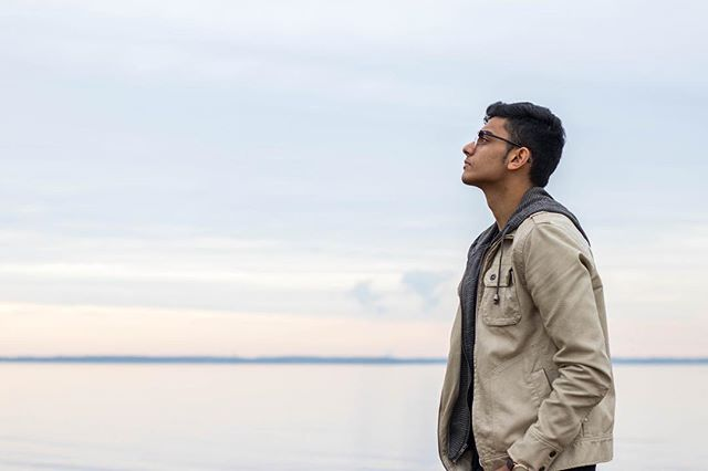 Looking up to new dreams and aspirations. Featuring @_hanan_babar on the blog. Check out his post at pauloparadox.com (Link in bio). . . . . . . . . . . . .#cliffside #cliff #waterfront #chelseaboots #mensfashionblog #mensfashions #mensstyleblog #mensstreetwear #mensshoes #mensstyleguide #portraitphotography #canonphotography #newjersey #winterstyle #winterfashion #pauloparadoxworthy