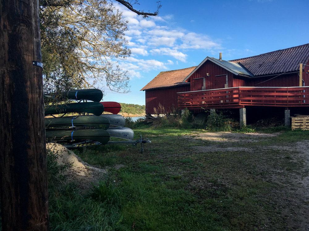 Speiderhytta ligger idyllisk til ved Skjelsbusundets nordlige utløp