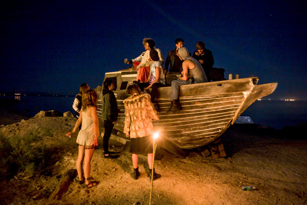 Bombay Beach Biennale goers gathered around the Ship Wreck on the Bombay Beach shore_photo by Tao Ruspoli.jpg