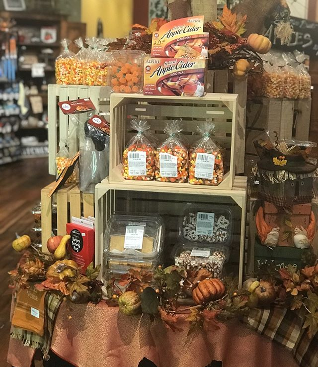 Our friends at Mississippi Marketplace are ready for fall and we LOVE it! What's your favorite Mississippi Marketplace treat?  #historichannibal #visithannibal #hannibalmo #high5hannibal #quincyil #missouriadventure  #visitmo #marktwain #showmestate #mo #explore #showme #supportlocal #community #shoplocal