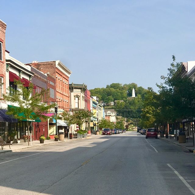 Fall is here and this weekend is the perfect time to start celebrating in downtown Hannibal! Enjoy Sidewalk Sales for our downtown merchants and a Main Street Vintage Market this Saturday and Sunday.  For more information click here www.historichannibalmo.com/article/fallsidewalksale2018 #historichannibal #visithannibal #hannibalmo #high5hannibal #quincyil #missouriadventure  #visitmo #marktwain #showmestate #mo #explore #showme #supportlocal #community #shoplocal #lovehannibal