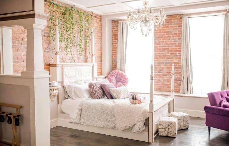 Travelers Rooming House  / Facebook