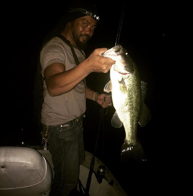 Just a bit ago. Fishing with my buddies. #bass #largemouthbass #fishing #tacticalanglerpowerclips @tactical_anglers