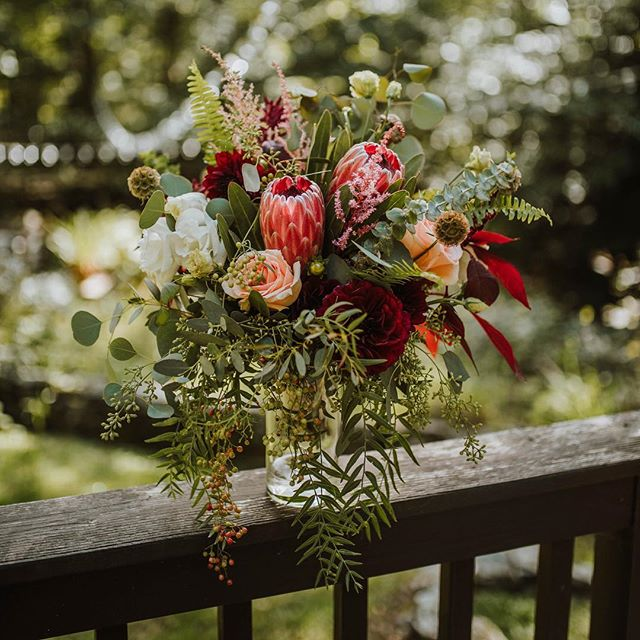Loving this bouquet by @roseryflowers - the warm tones are everything.