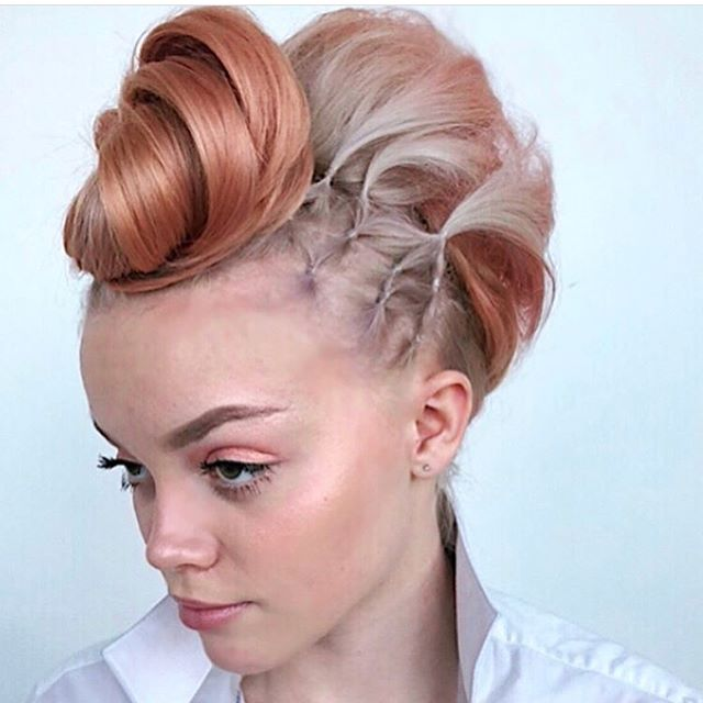 Have you gone to @cosmoprofbeauty and voted for @katt.likemeow 's 💋finalist photos for the Cosmoprof License to Create Awards?!🤷🏽♀️ Head to @cosmoprofbeauty , click the link in their bio and vote her for Best Updo & Best Texture!🔥 Picture 1 is also a qualifier to be a semi finalist for @wellaeducation #trendvisionusa #creativevision 🤗 Go team Seneca & Boone!!!❤️ #senecaandboone  @senecaandboone 👸🏻👸🏽👸🏻