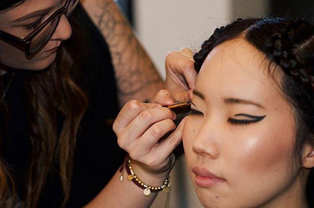 Attention to detail is everything! 🤩 Have you set up your make up goals with @makeupby.maker💄 ?? #senecaandboone  @senecaandboone 👸🏻👸🏽👸🏻