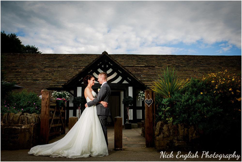 Rivington Hall Barn Wedding Photographer (142).jpg